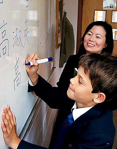Student learning Mandarin